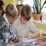 1069767_little_friends_at_the_classroom
