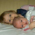851889_sisters