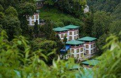 Barevne domky v tibetske exilove vesnici